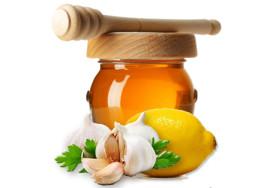 Лечение аритмии народными средствами: медом, лимоном и чесноком
