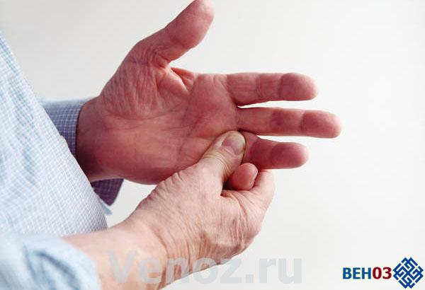 Если причиной повышения гемоглобина является полицитемия, пациенты жалуются на кожный зуд и ощущения жжение в пальцах рук